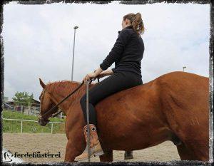 Petra reitet ohne Sattel
