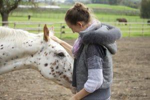Petra und weisses Pferd