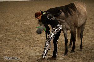 Pferdeprofi Sandra Schneider beim Problempferde Training