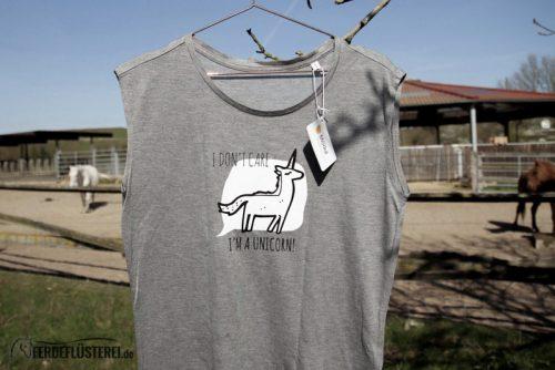 Neonow Einhorn Shirt Modal Fashion Einhorn nah mit Pferden im Hintergrund