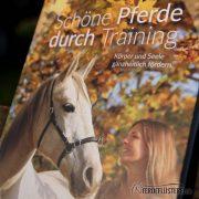 Crystal Verlag Buch Wissen Pferde Schöne Pferde durch Training Cover nah