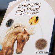 Crystal Verlag Buch Wissen Pferde 5 Elemente Cover nah